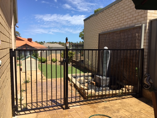 Quality Pool Fencing that meets AS 1926.1